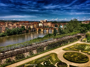 It's an image I took of my town Albi ecard